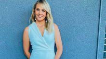 El color del vestido de esta presentadora divide a las redes: ¿es blanco o azul?