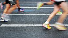 Beim Marathon: Läuferin stoppt, um ihr acht Monate altes Kind zu stillen