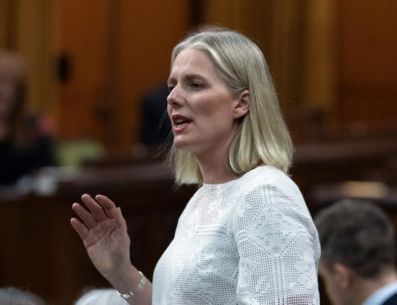 Federal carbon tax coming to Alberta in January: environment minister