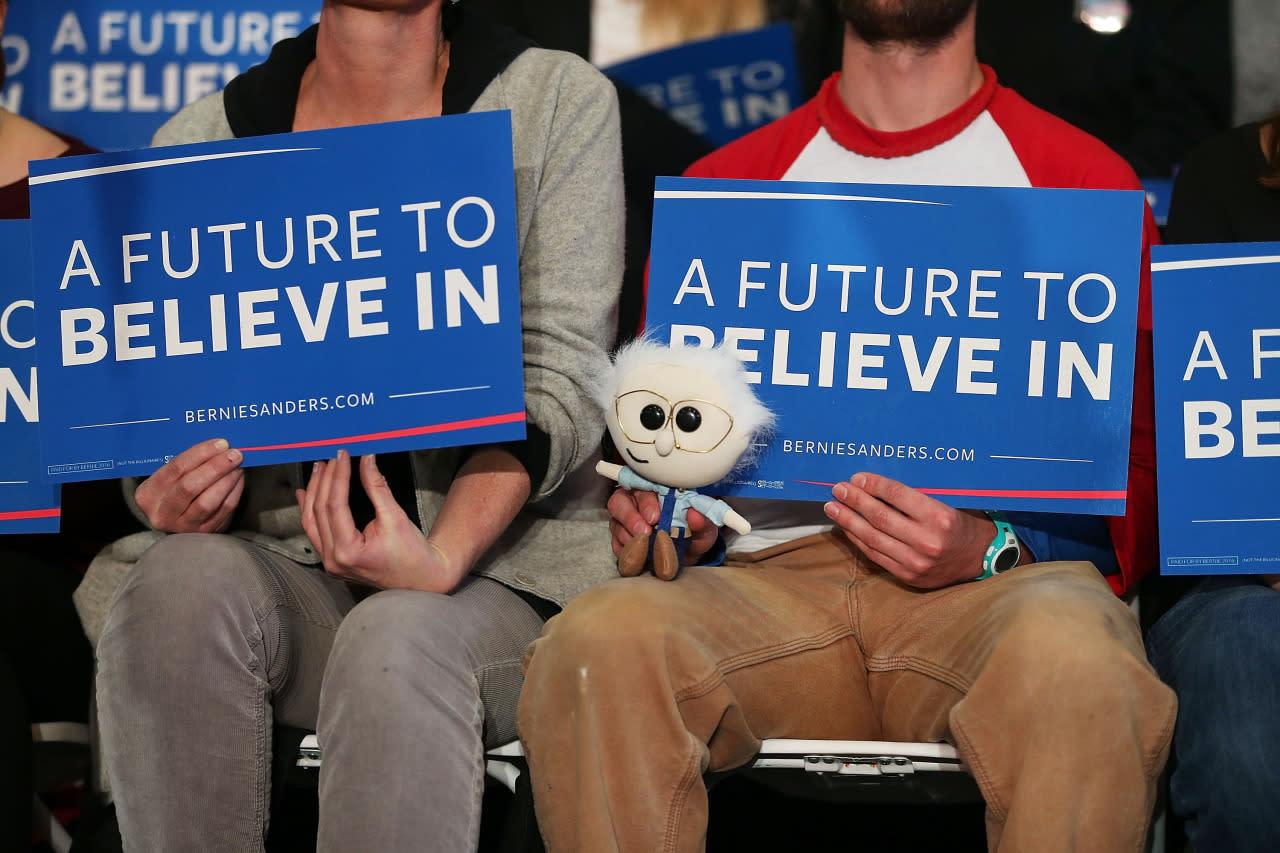 <p>People listen as Democratic presidential candidate Sen. Bernie Sanders speaks during a town meeting in Elko, Nev. <i>(Photo: Joe Raedle/Getty Images)</i></p>