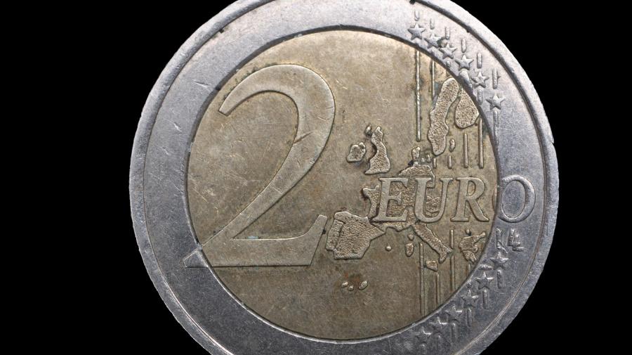 Le monete da due euro che ne valgono oltre duemila: ecco quali sono