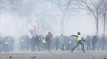 Chalecos amarillos causan disturbios en París
