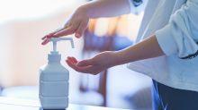 Desinfektionsmittel statt Parfüm: Viele Unternehmen stellen in Zeiten von Corona ihre Produktion um