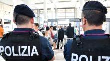 Milano, nascondeva tra le scarpe 400 dosi di cocaina: arrestato