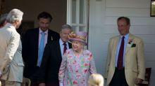La reina Isabel II y su vestido de la Cartier Queen's Cup