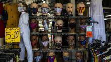 """Las infecciones disminuyen en Florida y una ciudad lidia con """"el hartazgo pandémico"""""""