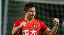 Com golaço de falta, Elkeson homenageia filho e fecha goleada em clássico de Guangzhou