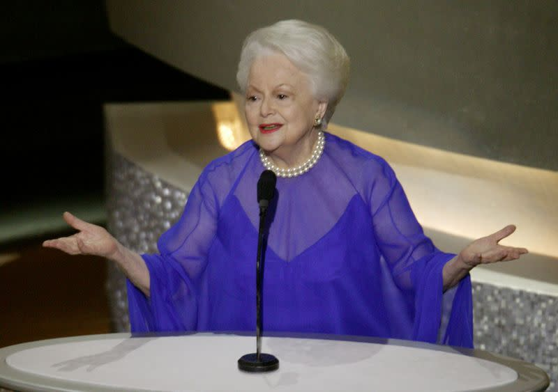 FILE PHOTO: ACTRESS OLIVIA DE HAVILLAND INTRODICES FORMER OSCAR WINNERS.