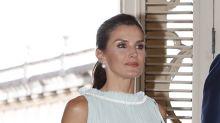 La reina Letizia estrena un precioso vestido color menta en La Habana