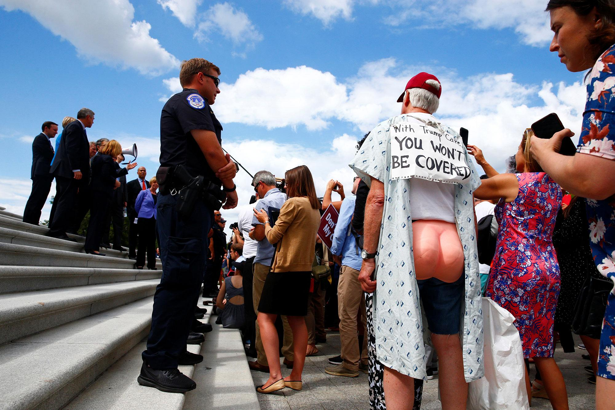 <p>Senate Democrats gather on the Senate steps with protesters on Capitol Hill in Washington, July 25, 2017. (Photo: Eric Thayer/Reuters) </p>