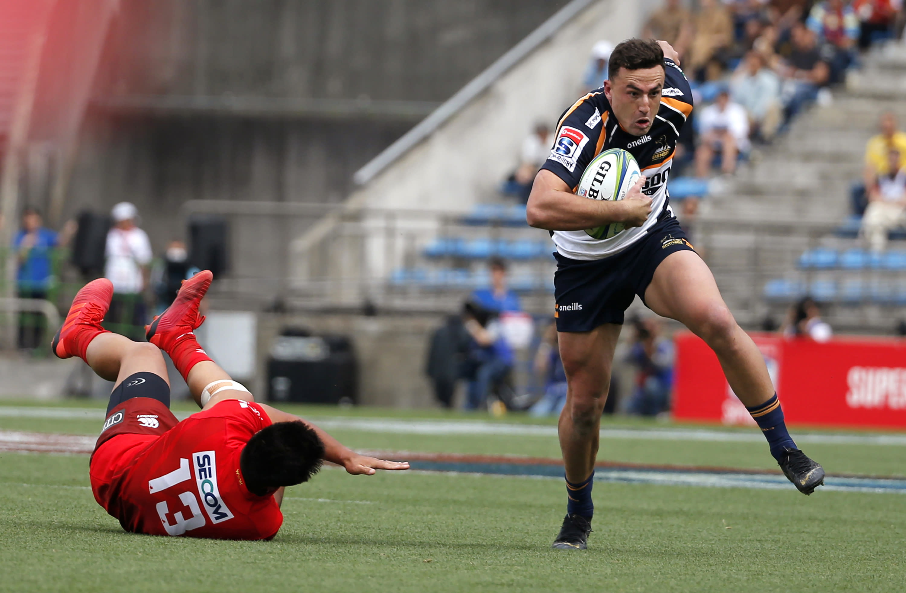 FILE - In this June 1, 2019, file photo, the Brumbies' Tom Banks, right, runs past the Sunwolves' Jason Emery during their Super Rugby game in Tokyo. Banks will start at fullback for Australia in the first Bledisloe Cup test against New Zealand, Sunday, Oct. 11, 2020. (AP Photo/Shuji Kajiyama, File)