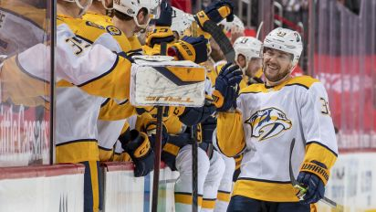 Arvidsson celebrates birthday with hat trick