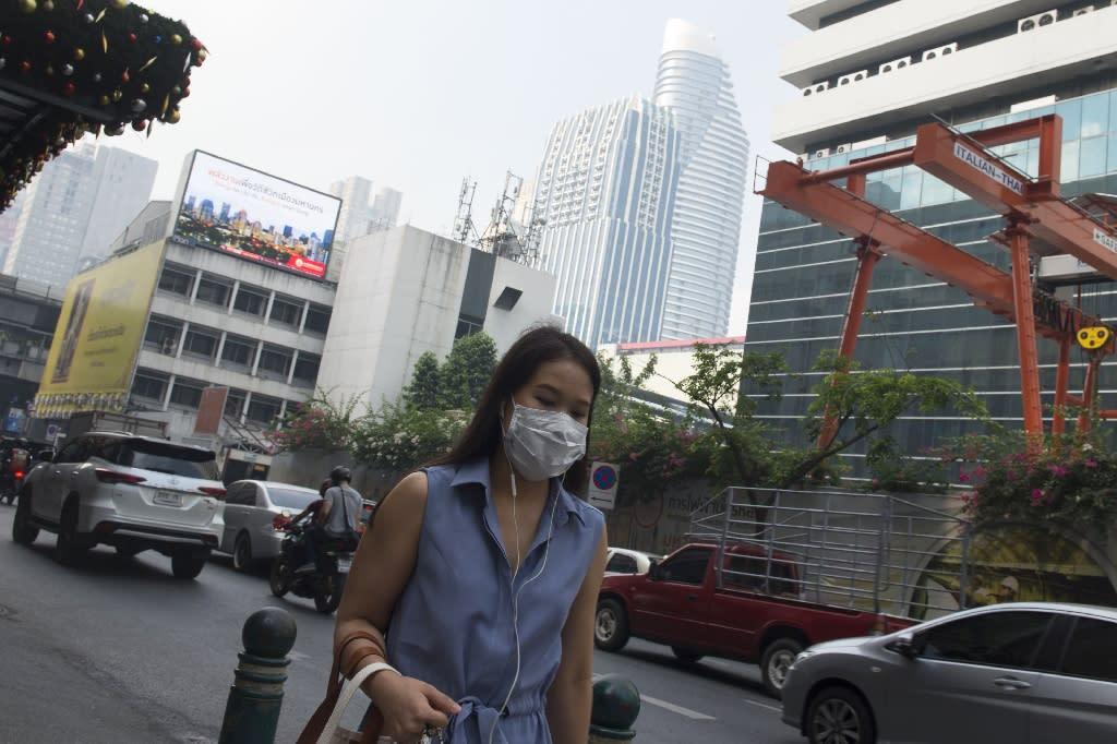Thais woke up Monday morning to another day of murky air blanketing Bangkok (AFP Photo/Romeo GACAD)