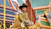 Quand le roi de Thaïlande choque l'Allemagne en se promenant à vélo avec son harem