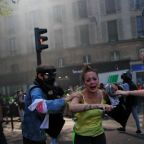 Yellow vest demonstrators, police clash in Paris