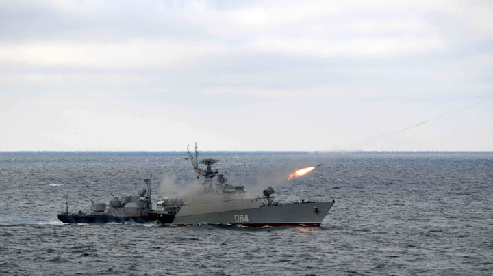 Russia warns U.S. warships to steer clear of Crimea