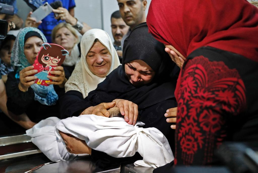 The mother of Leila al-Ghandour (C) weeps as she holds the body of her eight-month-old baby who according to her family died of inhaling tear gas fired by the Israeli army during protests on the Gaza-Israel border