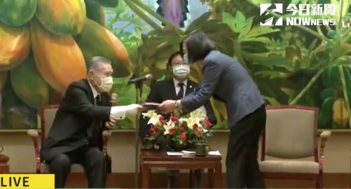 森喜朗抵台 親送總統特別禮物
