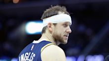 Joe Ingles points to makeshift headband after late basket in Utah's 96-88 win over Memphis