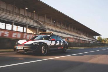 安全為先!Porsche Taycan 成為24小時利曼賽事安全前導車
