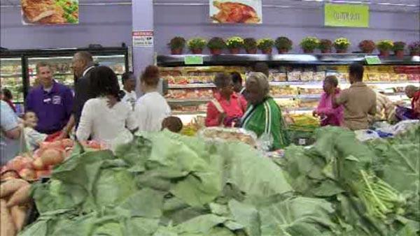 Shoppers in Chester, Pa. welcome 1st grocery store in 12 years