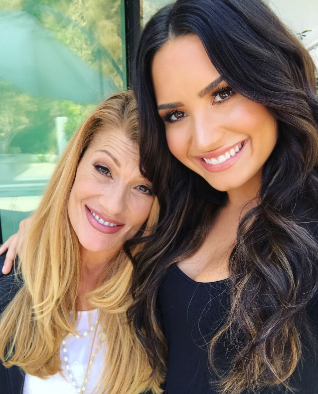 Demi lovatos mom opens up about the singers overdose and not demi lovato with her mother dianna de la garza photo dianna de la garza m4hsunfo