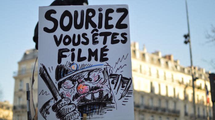 """Producteur tabassé par des policiers : """" Il faut vraiment montrer qu'on est mécontents"""", explique une manifestante parisienne"""