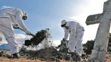 Sem velório e com caixões lacrados: coronavírus impõe isolamento até no luto e muda rotina em cemitérios