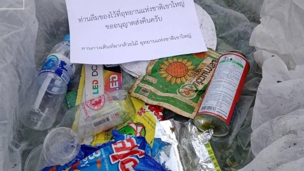 泰国国家公园将垃圾带回游客