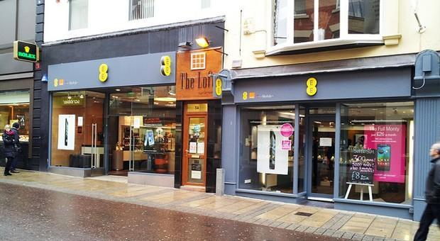 EE closing 78 overly cozy stores, keeps related staff