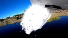 Ungewöhnliche Aufnahme: Tausende Fische fallen aus Flugzeug