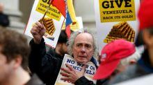 Manifestantes britânicos pedem que BC devolva ouro a Maduro