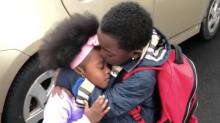 Dieses niedliche Geschwisterliebe-Video ist einfach zu unschuldig für diese Welt