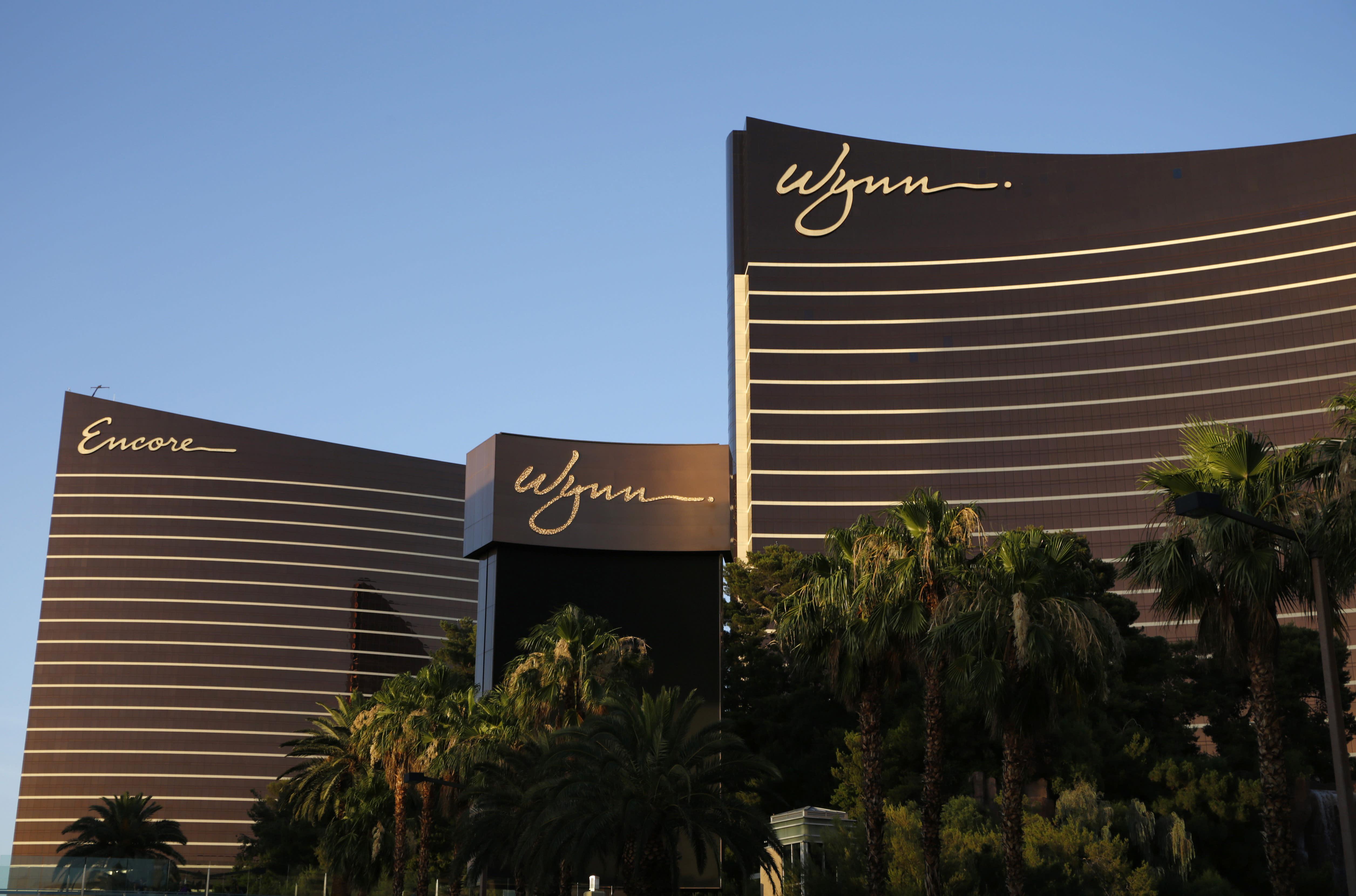 Wynn Resorts to temporarily close Vegas properties