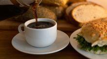 Beber café todos os dias reduz chances de câncer no fígado, diz estudo