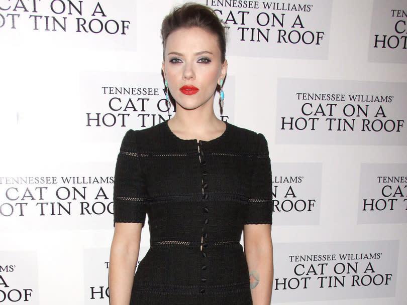 Scarlett johansson porte plainte contre un diteur fran ais - Porter plainte contre l administration ...