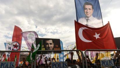 Turquie: depuis sa prison, le candidat kurde à la présidentielle attaque Erdogan à la TV d'Etat
