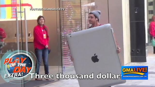 Pranksters Go to Mall With Giant iPad