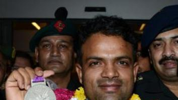 Army gives warm welcome to Vijay Kumar