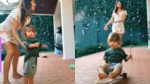 Isis Valverde brinca com Rael em skate