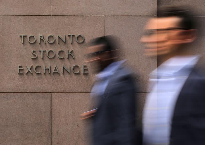 TSX falls 0.54 percent, energy stocks weigh