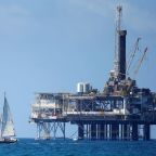 Oil prices fall as rally falters on growing U.S. output concerns