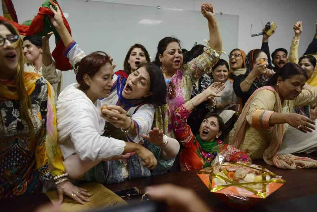 Opposition supporters celebrate the ousting of Prime Minister Nawaz Sharif (AFP Photo/ARIF ALI)