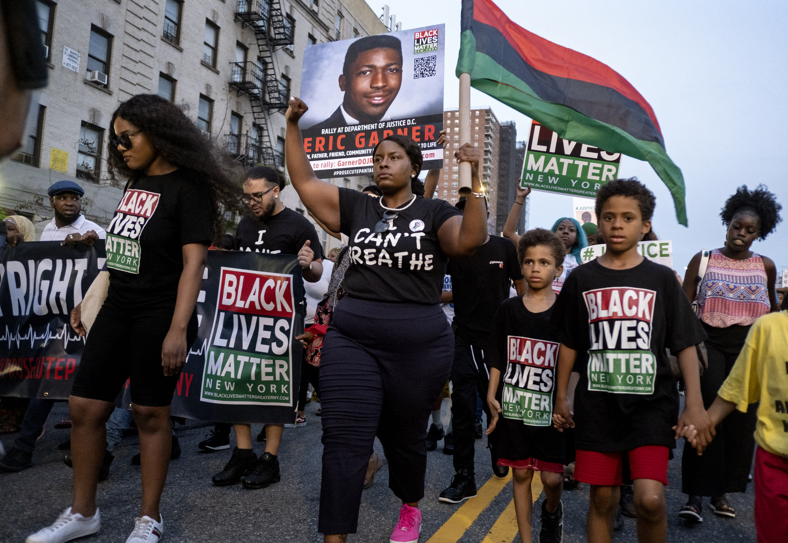 No charges against NY police in choking death of black man