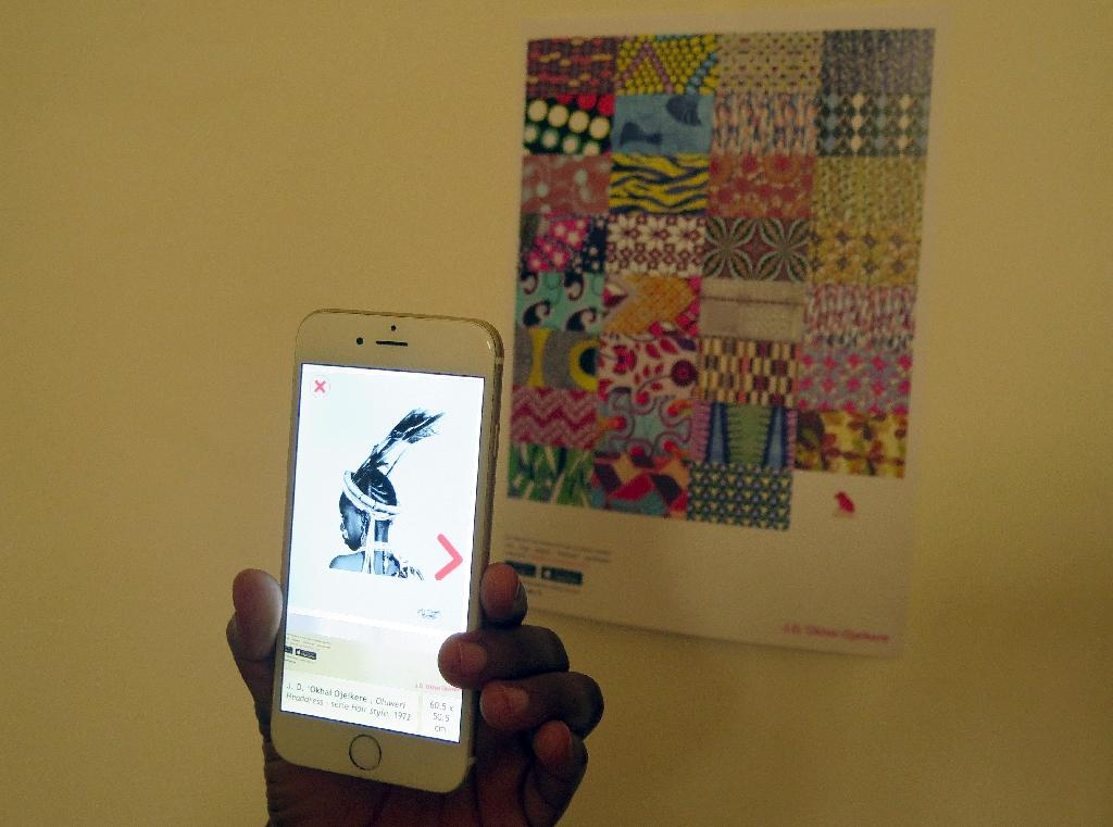 A new smartphone application allows people to view pictures and art at the Zinsou Foundation for modern art in Ouidah, on June 11, 2015 (AFP Photo/Delphine Bousquet)