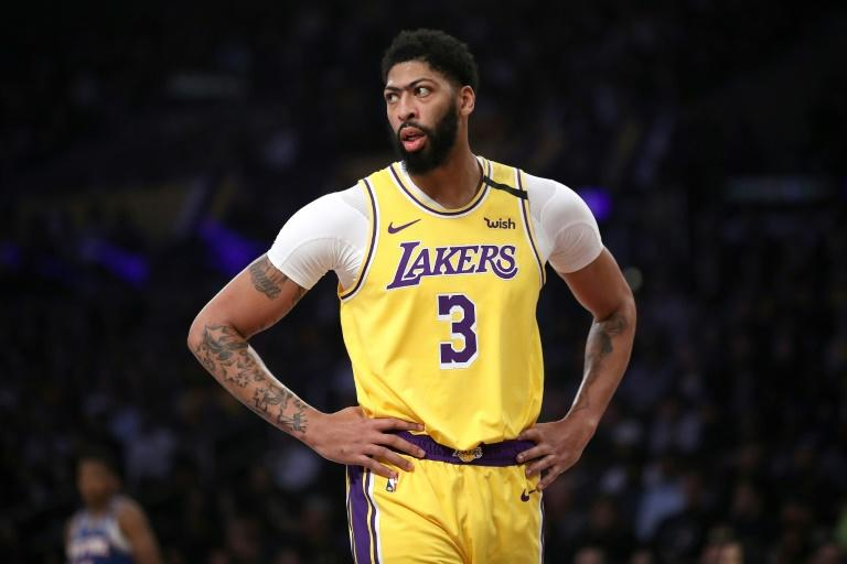 Davis Will Travel With Lakers Despite Bruised Backside Reports