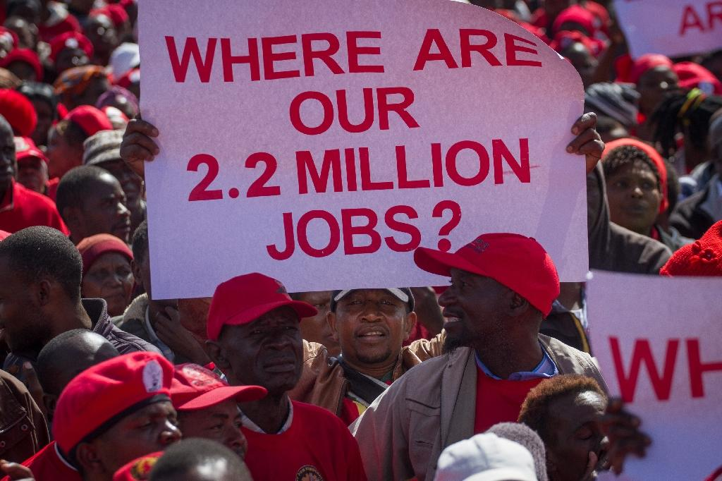 Zimbabwean opposition Movement for Democratic Change (MDC) supporters shout political slogans and hold placards during a protest against the government in Bulawayo (AFP Photo/Zinyange Auntony)