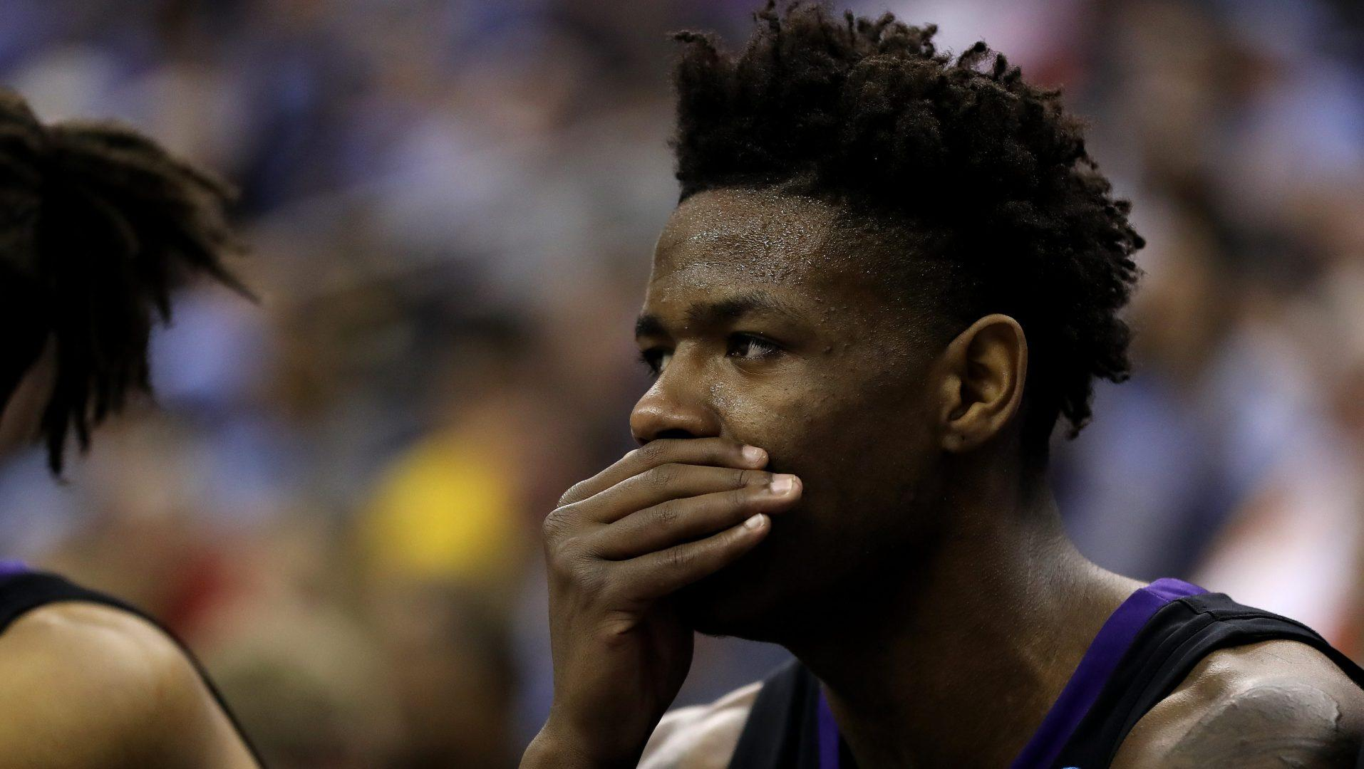 Washington's Nahziah Carter, Jay-Z's nephew, takes liftoff with massive dunk - Yahoo Sports