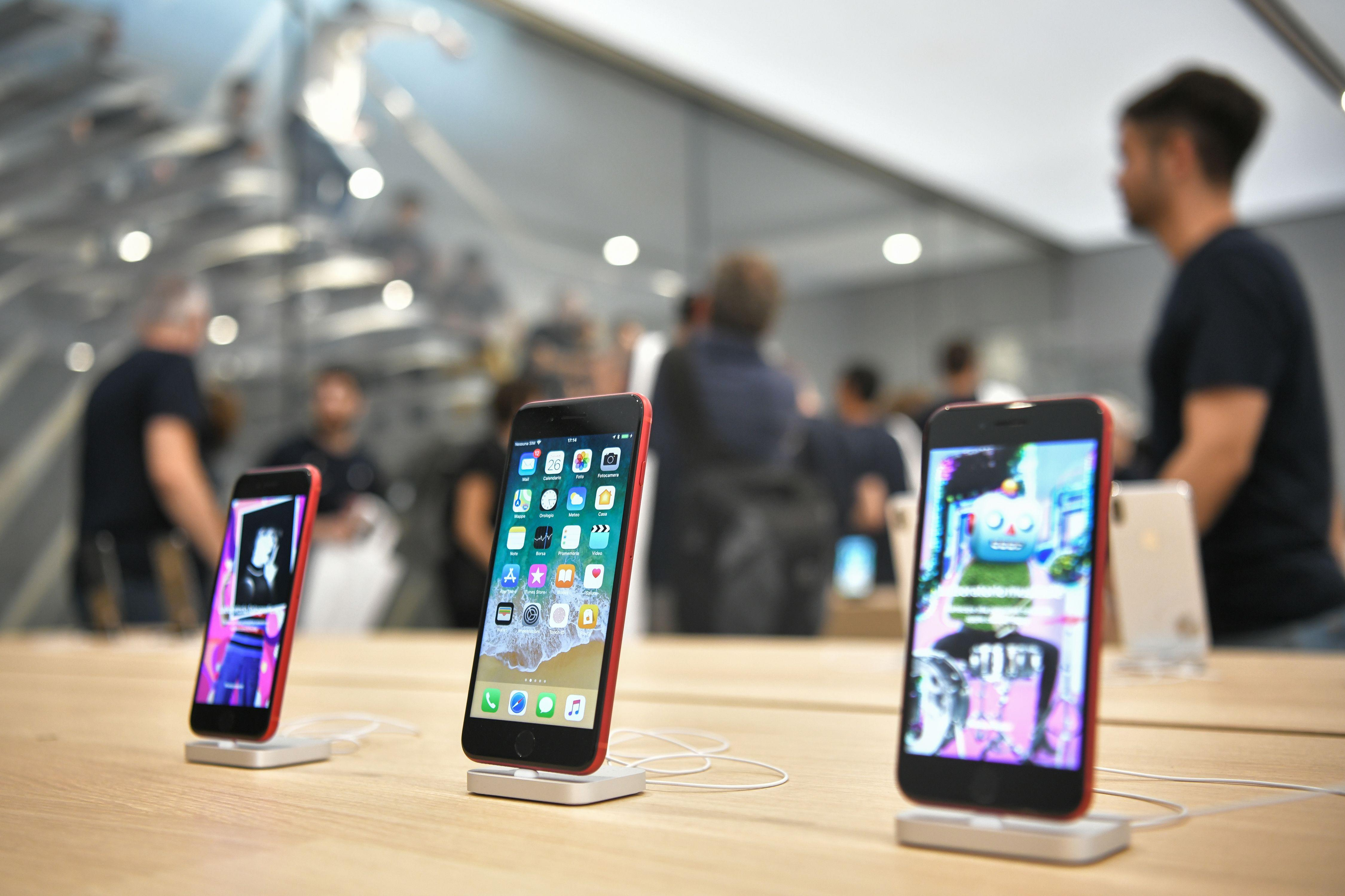 Calendario Huawei.Huawei Just Passed Apple In Smartphone Sales For The First