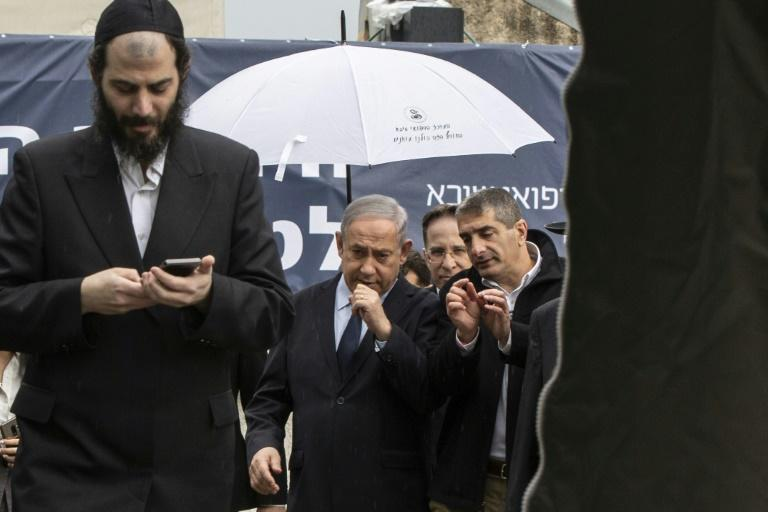 Netanyahu visits a medical centre during a campaign overshadowed by the COVID-19 virus outbreak (AFP Photo/Heidi Levine)